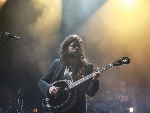 Mumford & Sons performs for the crowd on Tuesday June