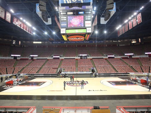 Joe Louis Arena transforms from an ice arena to a basketball