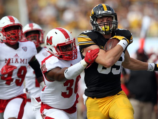 Iowa wide receiver Matt VandeBerg runs for 36-yard