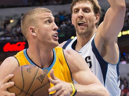 Dallas Mavericks forward Dirk Nowitzki (41) guards Denver Nuggets center Mason Plumlee (24) .