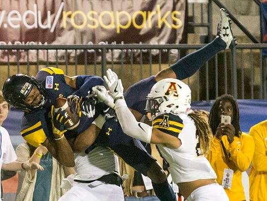 Toledo Rockets wide receiver Jon'Vea Johnson (7) went
