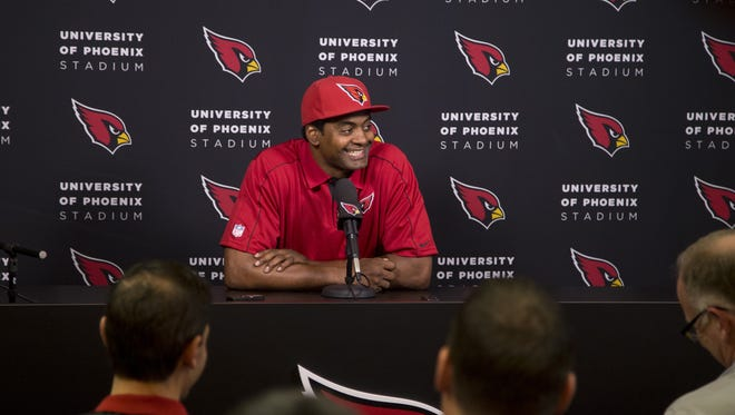 Linebacker Karlos Dansby signed a 1-year deal with the Arizona Cardinals on March 10, 2017 at the Cardinals training facility in Tempe.
