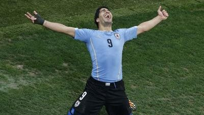 Uruguay's Luis Suarez celebrates scoring his team's second goal against England during their 2014 World Cup Group D soccer match at the Corinthians arena in Sao Paulo June 19, 2014.
