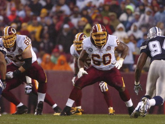 Chris Samuels #60 of the Washington Redskins defends