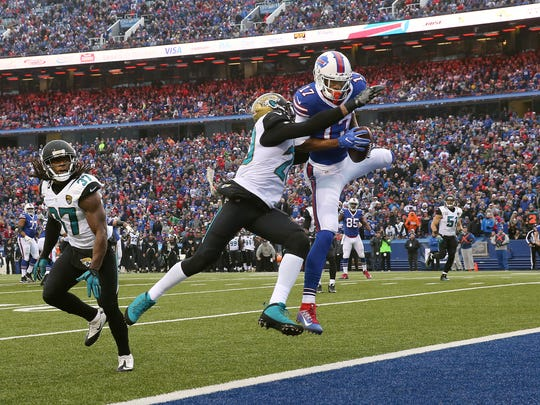 Bills receiver Justin Hunter pulls in a 16-yard touchdown pass for the winning score against Jacksonville.