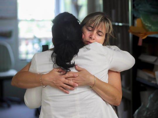 Nina Blakeman, right, of the Palm Beach Zoo receives