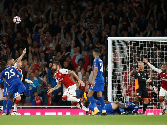 Arsenal's Olivier Giroud, centre , celebrates after scoring his sides 4th goal of the game during their English Premier League soccer match between Arsenal and Leicester City at the Emirates stadium in London, Friday, Aug. 11, 2017. (AP Photo/Alastair Grant)