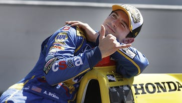 Rossi stays in IndyCar, re-signs with Andretti