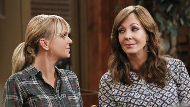 Anna Faris as Christy and Allison Janney as Bonnie in CBS's 'Mom.'