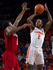 Clemson Tigers guard Marcquise Reed (2) shoots the