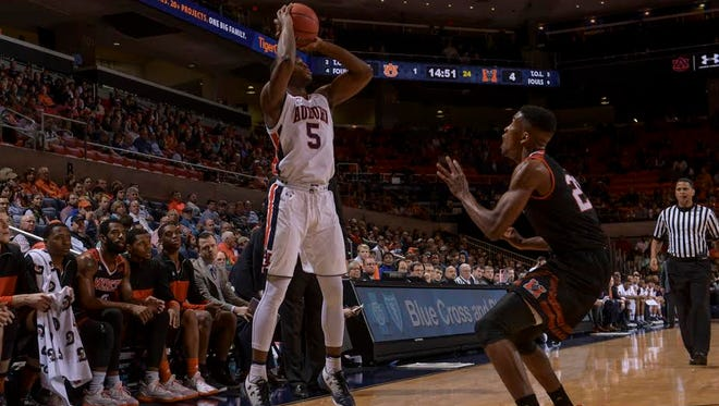 Auburn guard Mustapha Heron scores a team-high 21 points in a 76-74 win over Mercer on Dec. 18.