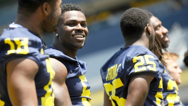 "Teammates ""gravitate"" to Jabrill Peppers, defensive backs coach Greg Jackson said."