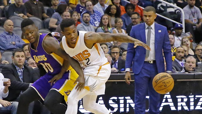 Los Angeles Lakers forward Julius Randle (30) and Phoenix Suns guard Eric Bledsoe (2) fight for a loose ball during the first half of their NBA game Wednesday, Feb. 15, 2017 in Phoenix, Ariz.