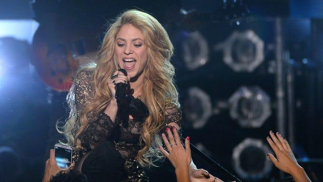 Shakira volverá a cantar luego de reposar su garganta por unos días.