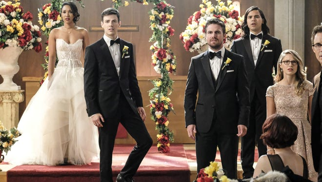 Candice Patton as Iris West, Grant Gustin as Barry Allen, Stephen Amell as Oliver Queen, Carlos Valdes as Cisco Ramon, and Melissa Benoist as Kara on 'Supergirl.'