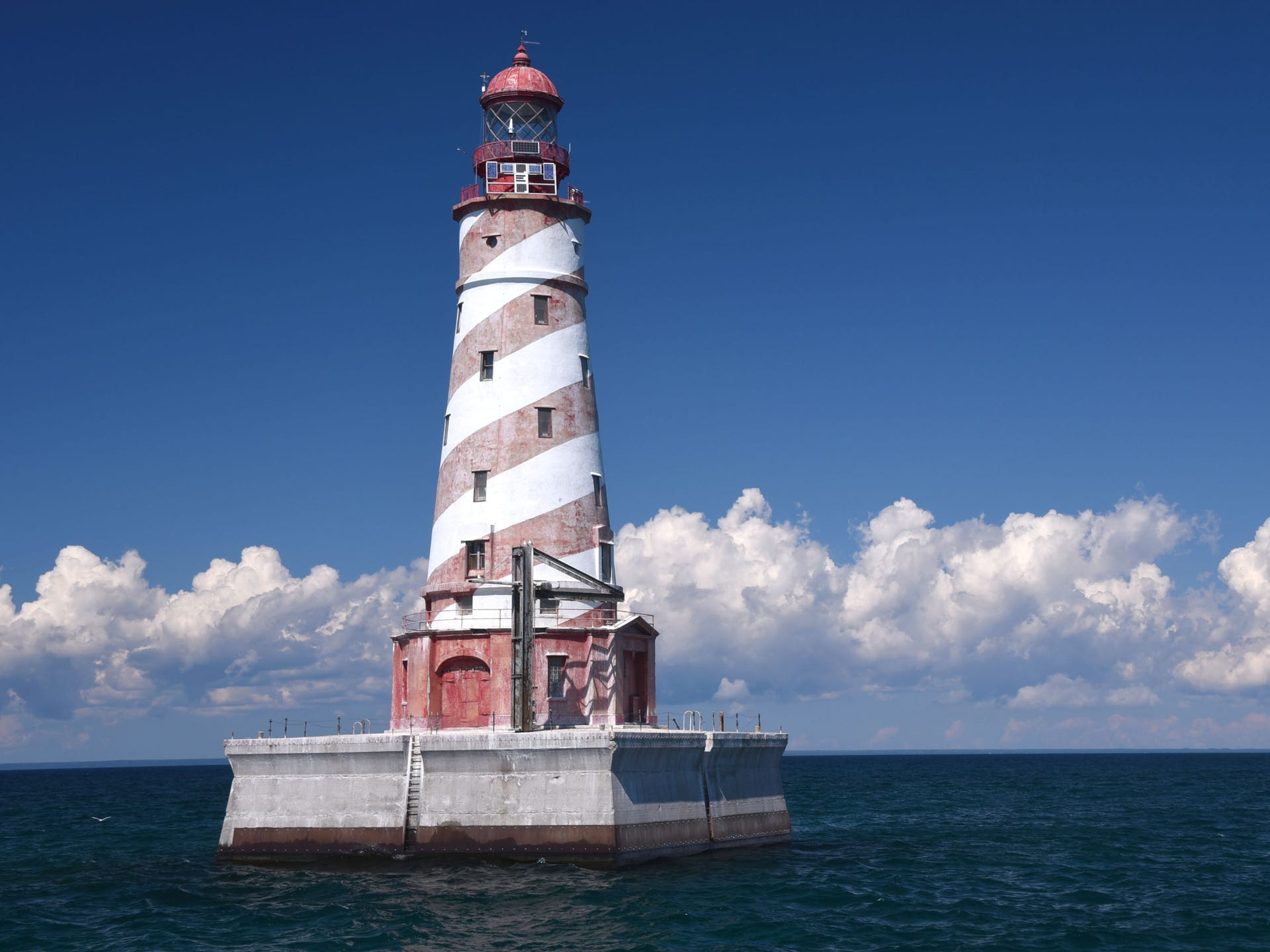4 Michigan lighthouses up for auction