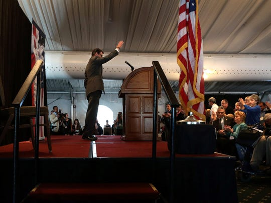 Rick Perry waves to supporters in St. Louis on Sept. 11, 2015.