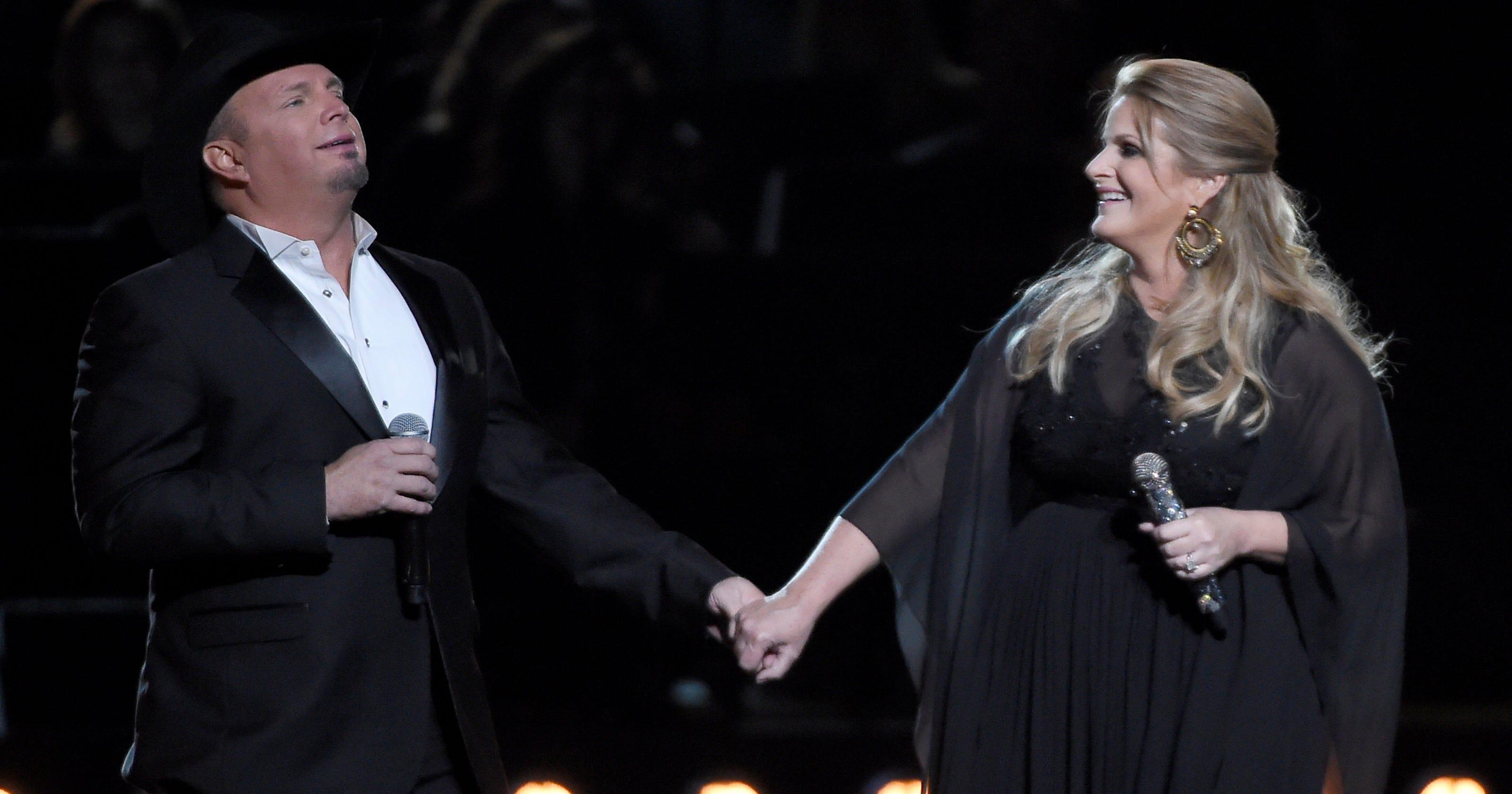 Garth Brooks Christmas Album.Dolly Parton Garth Brooks And Trisha Yearwood To Star In Christmas