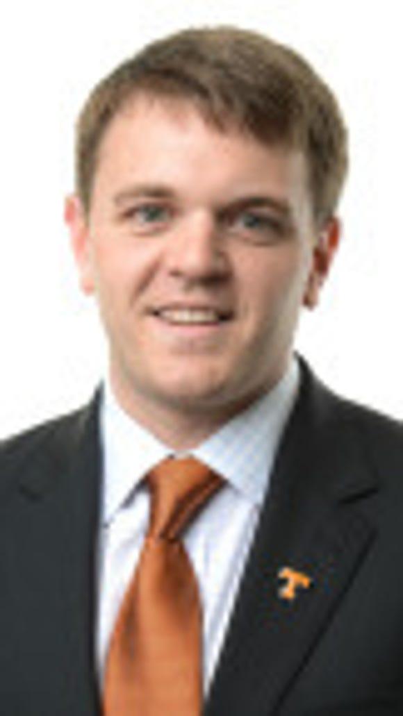 Tennessee men's basketball assistant Adam Howard resigned