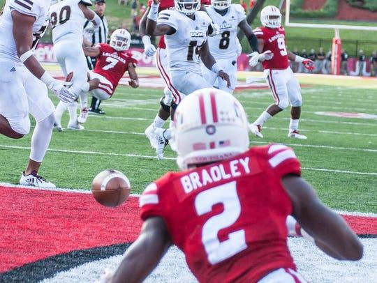 Cajuns wide receiver Ja'Marcus Bradley (2) looks at