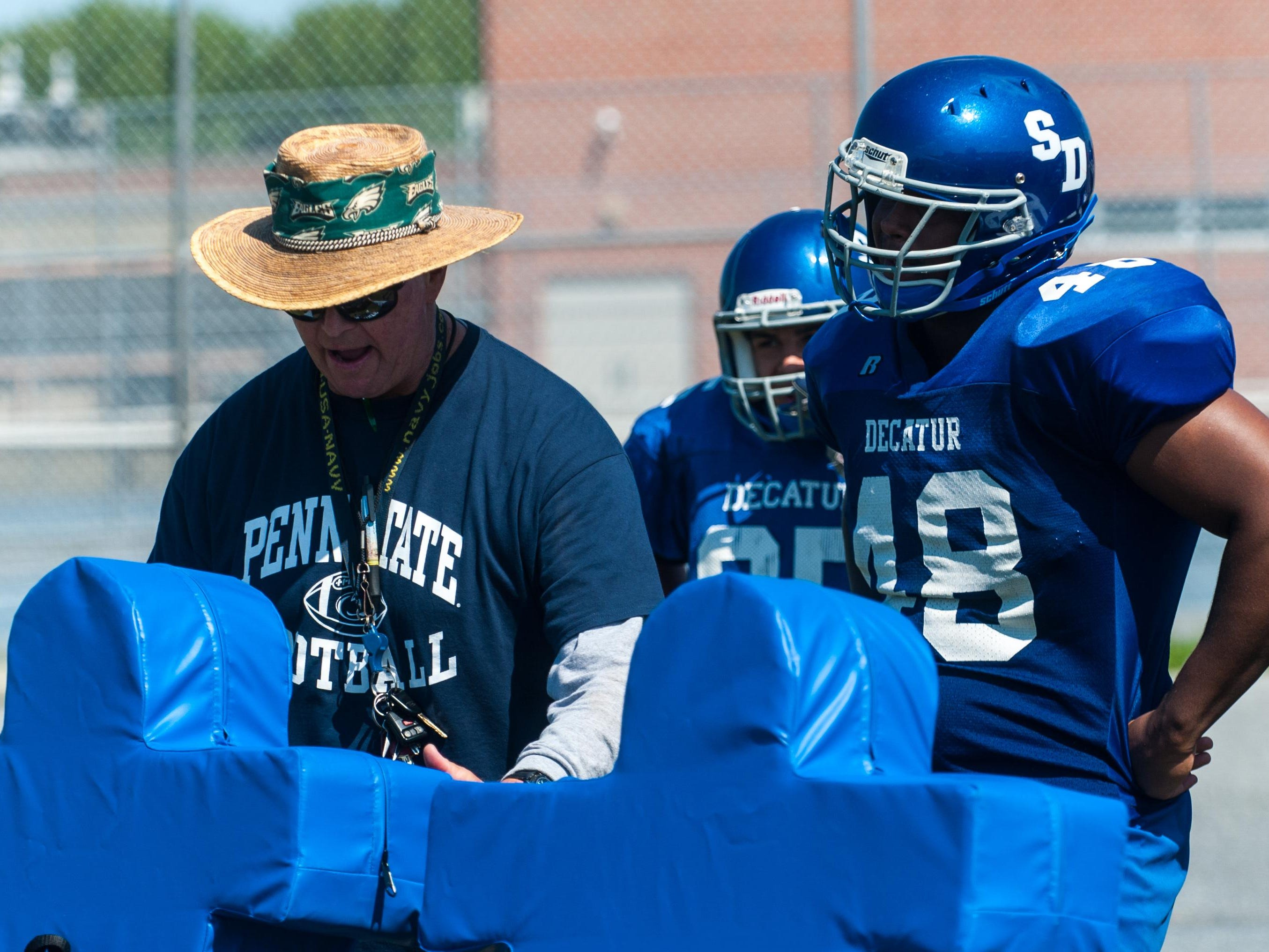 Stephen Decatur head coach Bob Knox works with linemen during practice on Friday morning in Berlin.
