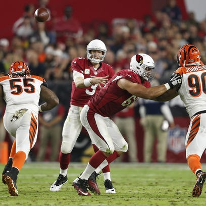 Arizona Cardinals QB Carson Palmer throws a pass against