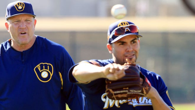 Brewers bench coach Pat Murphy looks on as pitcher Hiram Burgos looks to home plate, during spring training drills last week in Phoenix.