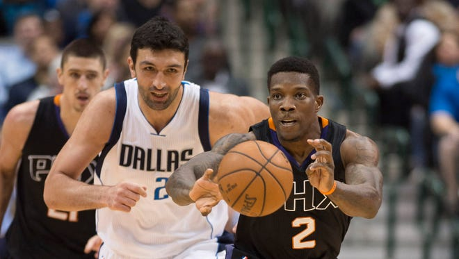 Dec 14, 2015: Phoenix Suns guard Eric Bledsoe (2) makes a steal and passes the ball as Dallas Mavericks center Zaza Pachulia (27) looks on during the first quarter at the American Airlines Center.