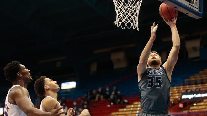 Washburn's Jace Williams scored on a layup with four seconds left to give the Washburn men a 70-69 come-from-behind win at Central Missouri on Saturday.