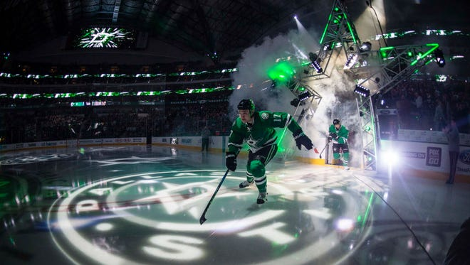 A Dallas Stars plan was forced to return to the airport due to smoke in the cockpit.