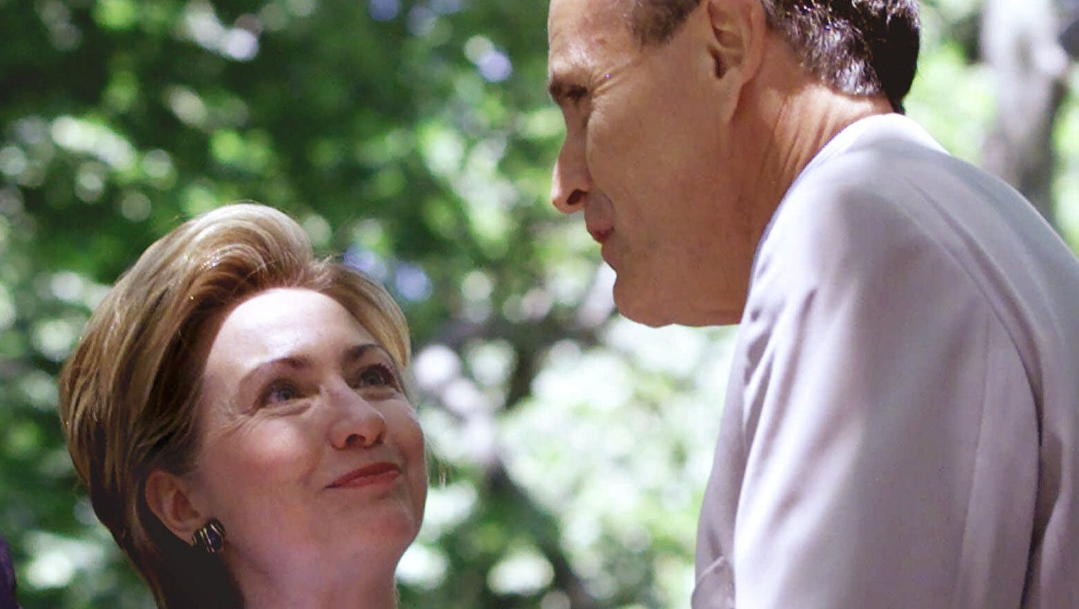 clinton looks to giuliani model for going toe
