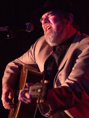 Lonnie Mack performs at the 2002 Cammy Awards.