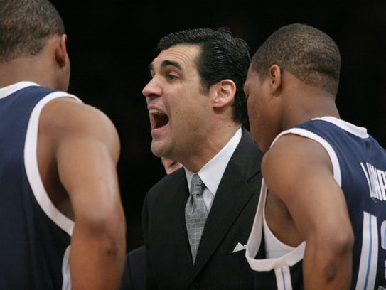 Jay Wright, center, talks to Villanova players Randy