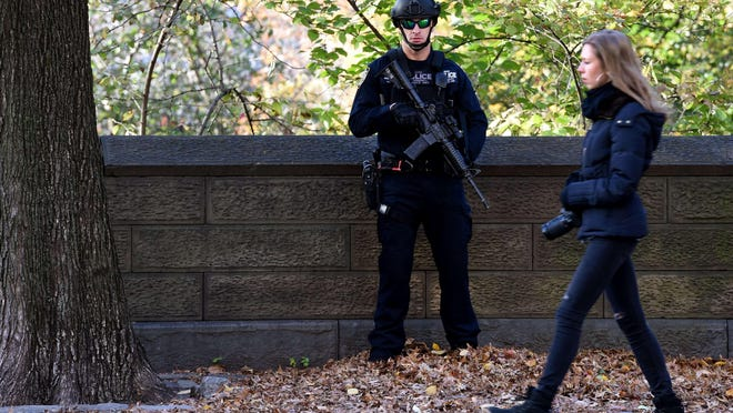 A police officer with the New York City Police (NYPD) Counterterrorism Unit stands guard in front of the French Consulate of 5th Avenue November 17, 2015.