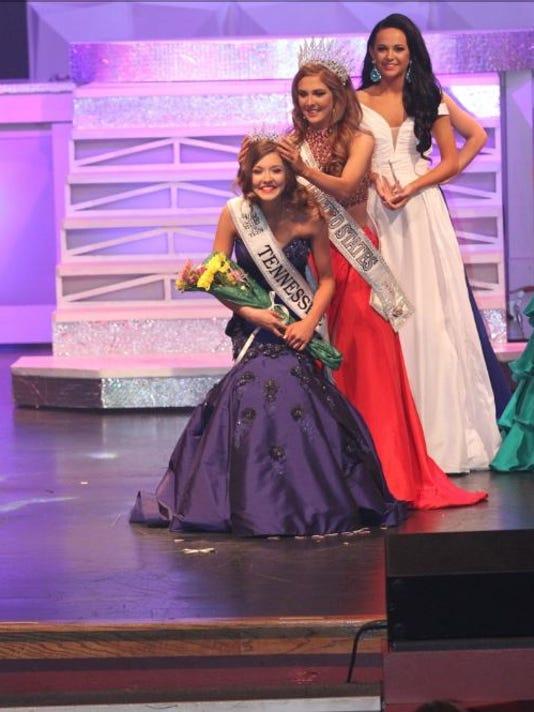 636054833878874052-Emma-Conn-pageant.JPG