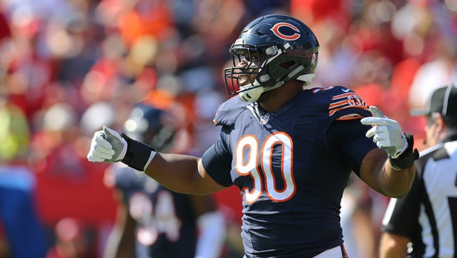 Chicago Bears defensive end Cornelius Washington plays against the Tampa Bay Buccaneers on Nov. 13, 2016.
