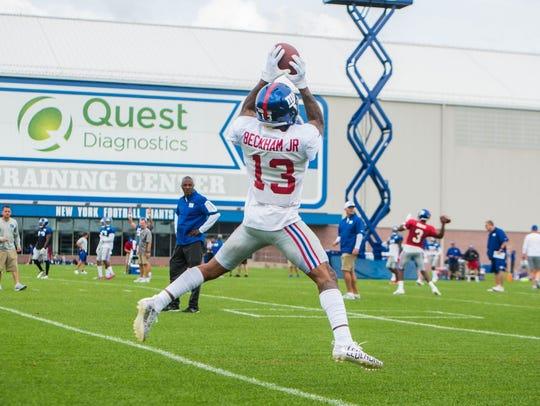 Odell Beckham Jr. makes a catch.  The New York Giants