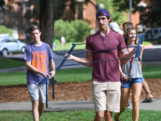 Freshmen move in their dorm during move in weekend