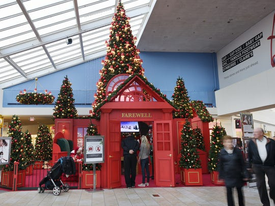Paramus Park Mall decorated for the Holidays on Friday - Mall Decorations For Christmas 2017