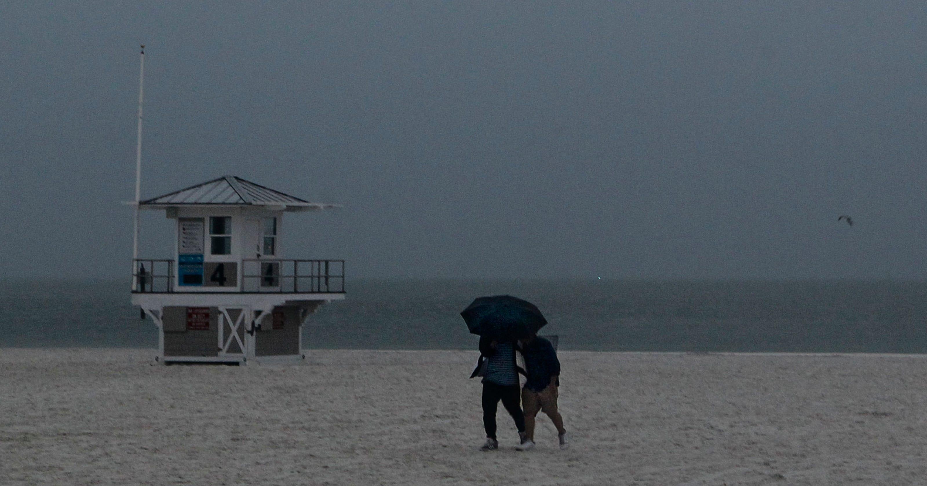 alberto puts damper on memorial day plans along gulf coast