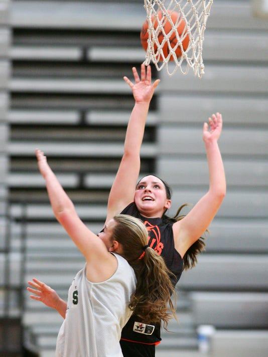 Ridgewood girls scrimmage Shenandoah in basketball.
