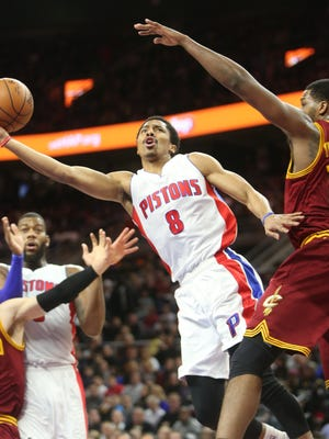 Detroit Pistons guard Spencer Dinwiddie, left, scores against the Cleveland Cavaliers' Tristan Thompson on Jan. 27, 2015, at the Palace of Auburn Hills.
