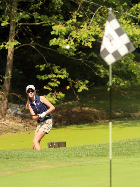 03-NEW-091416-girls-golf-ML.JPG