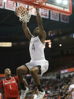 Oakland forward Jalen Hayes scores against Youngstown State during the second half of Oakland's 81-80 loss in the Horizon League tournament March 4, 2017 at Joe Louis Arena.