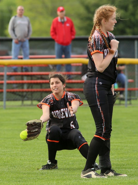 18-COS-042117-ridgewood-softball-ML.JPG
