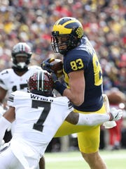 Zach Gentry makes a first-down catch against Ohio State's Damon Webb, Nov. 25, 2017 at Michigan Stadium.