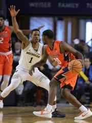 Michigan guard Charles Matthews defends Illinois guard Da'Monte Williams in the second half Saturday, Jan. 6, 2018 at Crisler Center in Ann Arbor.