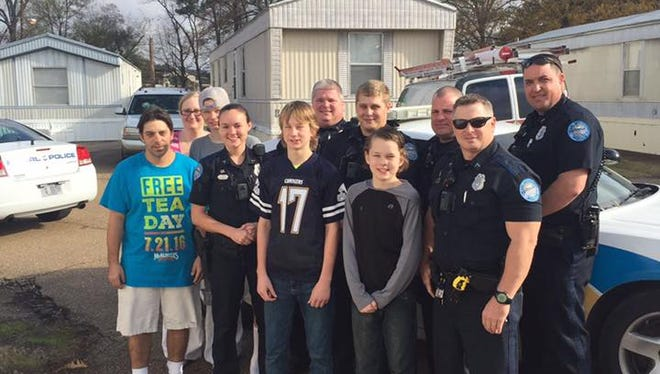 After a family's Christmas gifts were stolen, Pearl Officer Christopher Sholar rallied enough donations to replace the gifts and provide the family with Christmas dinner.