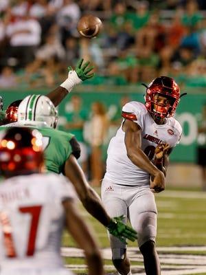 Louisville's Lamar Jackson completes a pass to James Quick. Sept. 24, 2016