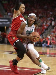Notre Dame's Jackie Young drove to the basket against Louisville's Asia Durr. Jan. 11, 2018.